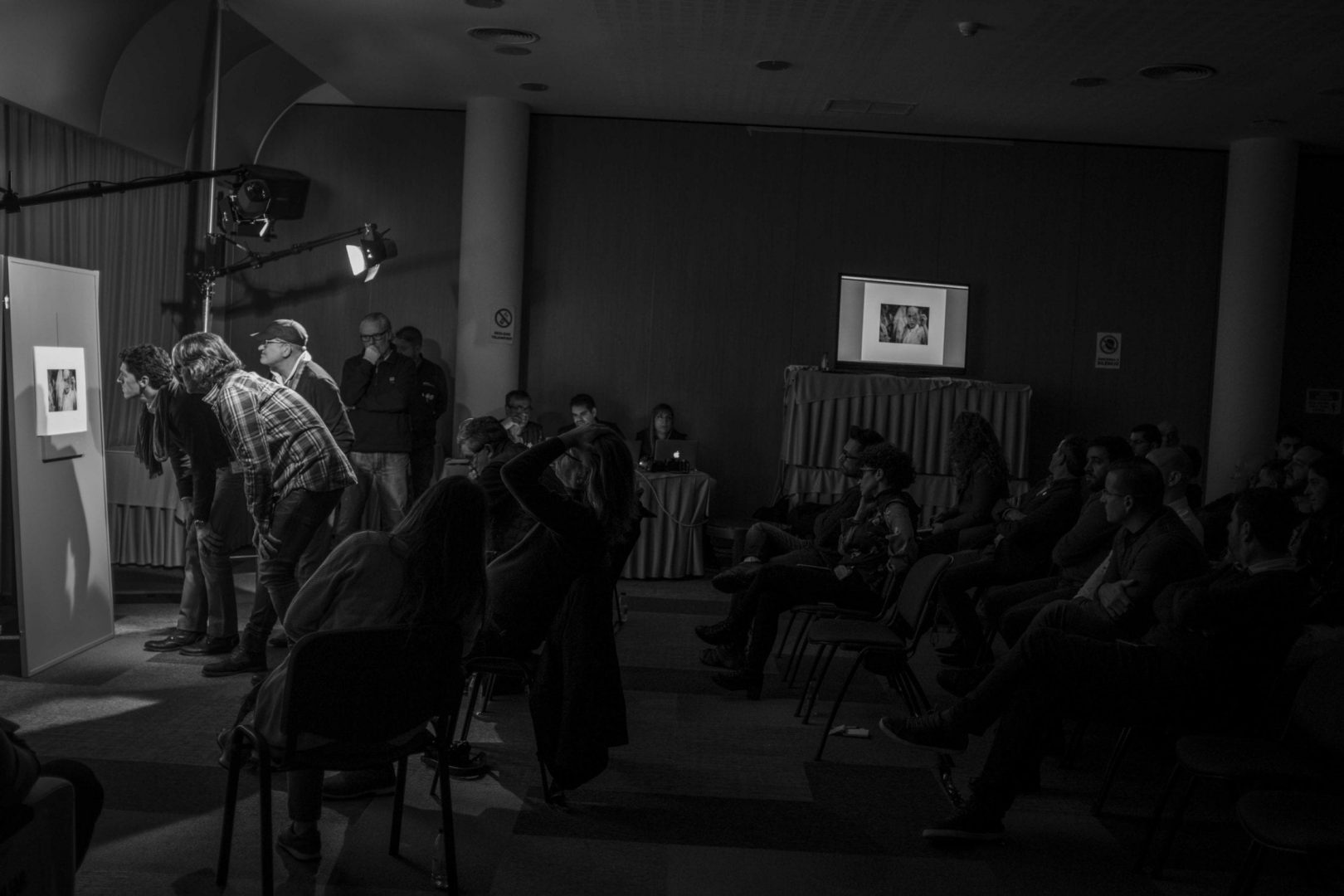 The event was open to the public, so anyone could come and learn from the opinions and verdicts of the jury panel about the submitted photographs.
