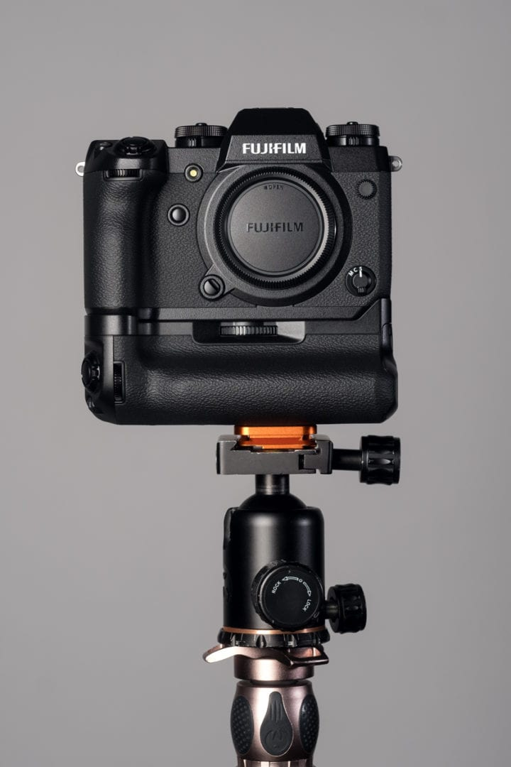 Fujifilm X-H1 mounted with a standard plate on a 3Legged tripod