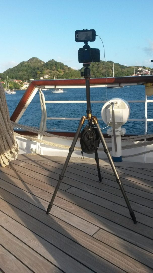 The power bank hanging on the center of the tripod not only helps to bring the setup more stable but also provides an extra battery kick to the cell phone that I was using to record some videos of the boats.